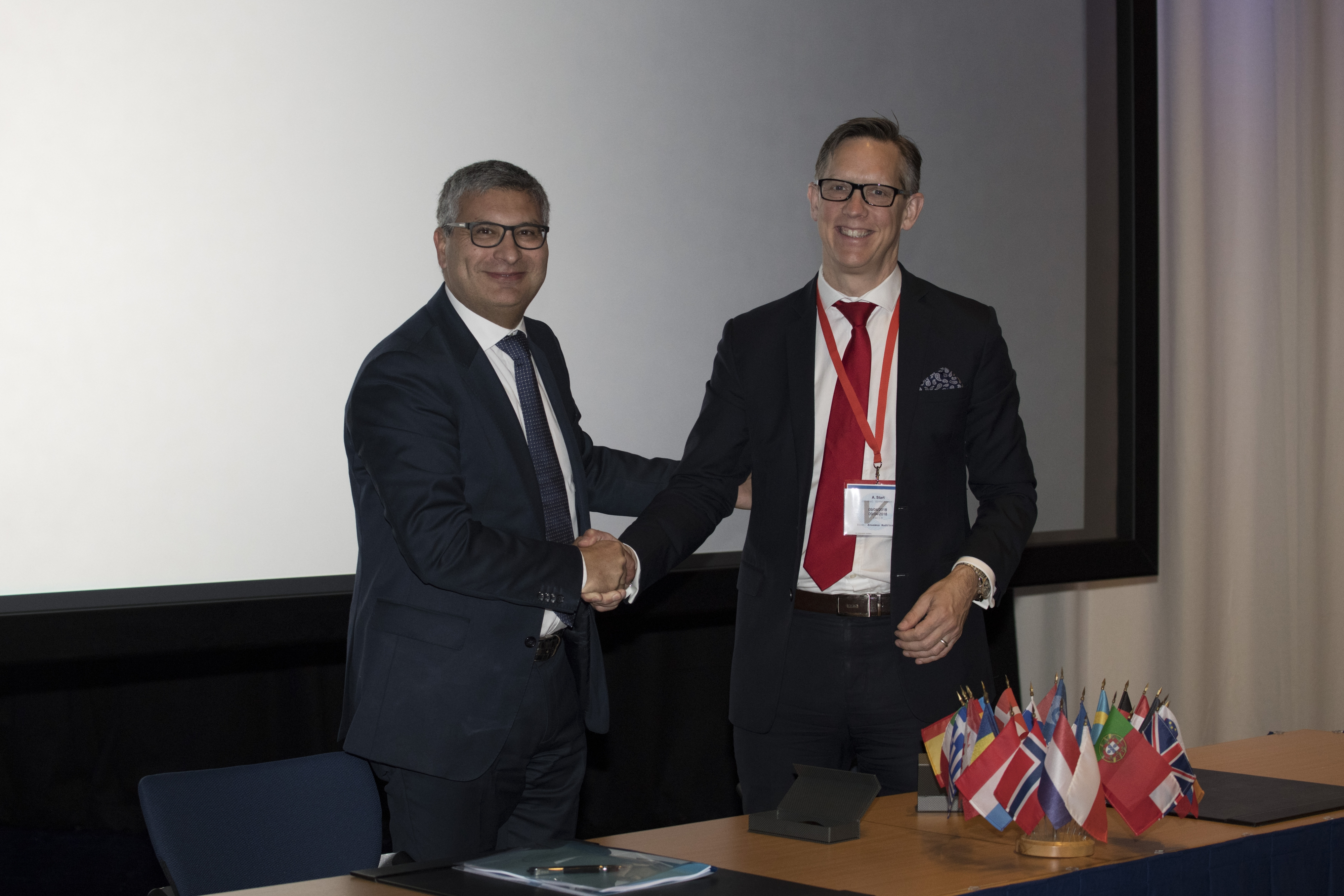 ESA's Carlo Elia and Inmarsat's Andy Start sign the Govsatcom Precursor Pacis-6 contract on 9 April 2018 at ESA ESTEC. Pacis-6 will see the creation of a new open platform for pooling and sharing of commercial secure satcom services. Credit: ESA-G. Porter