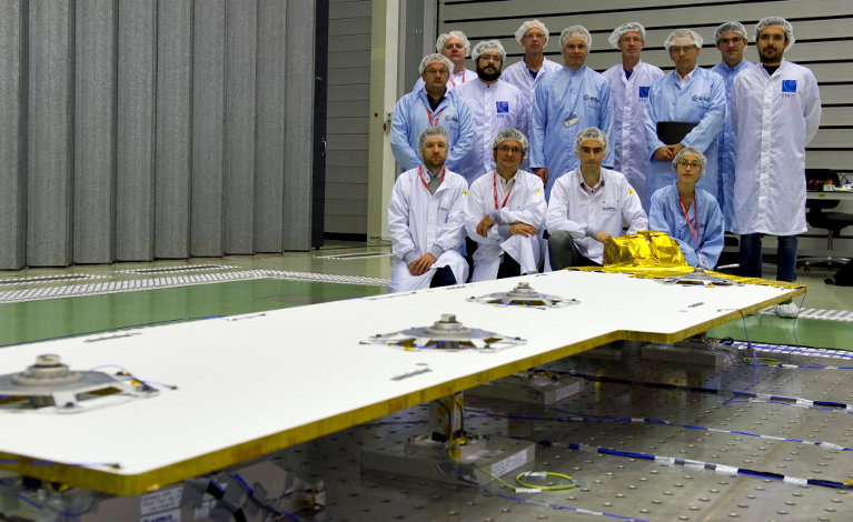 Test team, with representatives of EHP, Airbus DS, ETS and ESA, and the Qualification Model of the Deployable Panel Radiator