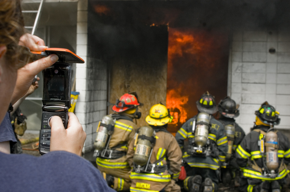 When a firefighter sends video footage of a blaze to the control centre, this helps to optimise the command and control processes and the selection of appropriate measures. (Image credit: Shutterstock)